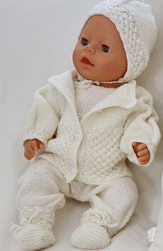 Baby born knitting patterns knitted in thin, soft baby wool. This doll knitting pattern for Baby Born, and other dolls. Knitting Dolls Clothes, Crochet Doll Clothes, Knitted Dolls, Doll Clothes Patterns, Doll Patterns, Easy Knitting Patterns, Knitting For Kids, Baby Patterns, Baby Knitting