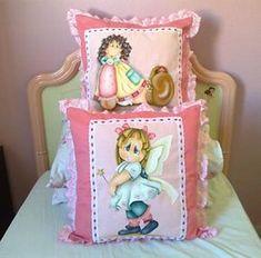 Almofadões para quarto de menina-moça Painting Words, Fabric Painting, Cushions, Pillows, Kitchen Paint, Folk Art, Decoupage, Diy And Crafts, Lily
