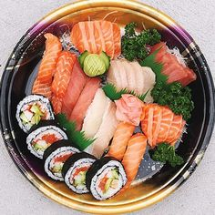 Sushi is my love Sushi Co, Asian Recipes, Healthy Recipes, Sushi Time, Food Places, Aesthetic Food, Sashimi, I Love Food, Japanese Food