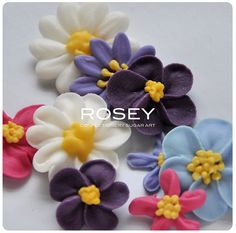 Piped flowers by Rosy Sugar - beautiful colors