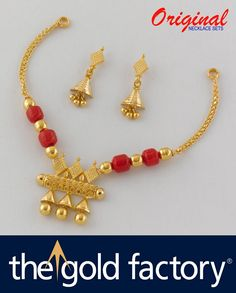 Gold Mangalsutra Designs, Gold Earrings Designs, Gold Jewellery Design, Bead Jewellery, Necklace Designs, Beaded Jewelry, Coral Jewelry, Corals, Red Glass
