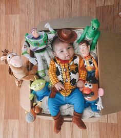 This Mom Had the Most Extra Toy Story Party and Photo Shoot For Her Son's Birthday Ahhhhh so cute! Homemade Baby Toys, Toy Story Baby, Toy Story Nursery, Baby Toy Storage, Monthly Baby Photos, Baby Boy Photos, Best Baby Toys, Foto Baby, Toy Story Birthday