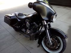 Electra-Glide in flat black. Badass.