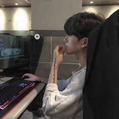 chxn's guy 🌠 images from the web Korean Boys Hot, Korean Boys Ulzzang, Korean Couple, Ulzzang Couple, Ulzzang Boy, Korean Men, Cute Asian Guys, Asian Boys, Asian Men
