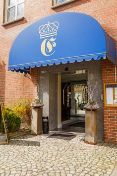 Hotel Erbprinz Ludwigslust Quietly located in the town of Ludwigslust, Hotel Erbprinz offers classically furnished rooms and a small café-bar. Parking is free here and Schloss Ludwigslust Castle is just 1 km away.