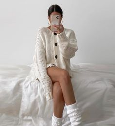 Oversized sweater and socks - stylish yet comfy outfits Gucci Fashion, Nyc Fashion, Girl Fashion, Womens Fashion, Fashion Design, Style Fashion, Gucci Outfits, Fall Outfits, Casual Outfits