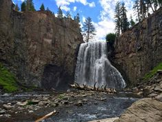 Rainbow Falls in Devils Postpile National Monument