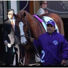 Clare & I waited by the paddock rail on Breeder's Cup 2011 - Churchill Downs - to see Shackleford!