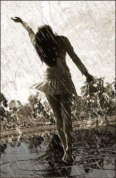 If theres a fire in my heart no one rain can not extinguish it. Emotional Photography, Rain Photography, Photography Poses Women, Smell Of Rain, I Love Rain, Blur Background Photography, Rain Art, Under The Rain, Walking In The Rain