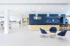 TNO Helmond – Automotive Campus by Hollandse Nieuwe - Office reception Office Reception, Conference Room, Table, Furniture, Home Decor, Decoration Home, Room Decor, Tables, Home Furnishings