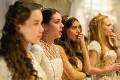 Reign - Banished - Lola, Queen Mary, Kenna and Greer. Reign Cast, Reign Tv Show, Mary Stuart, Adelaide Kane, Mary Queen Of Scots, Queen Mary, Zendaya, Reign Season 2, Serie Reign