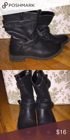 Midi Riding Boots Adorable pair of booties that have a classic riding boot style just shorter! They hit me at about mid calf and they're super comfortable. Only been worn a handful of times just trying to downsize my boot collection :) Forever 21 Shoes Ankle Boots & Booties