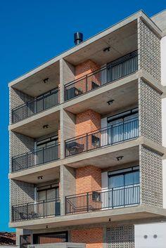 Building Design Plan, Residential Building Design, Studio Loft, Balcony Railing Design, Modern Apartment Design, Small Buildings, Facade Design, Facade Architecture, Facade House
