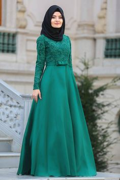 2018 Yeni Sezon Özel Tasarım Abiye - Tuay - Mikado Saten Yeşil Tesettür Abiye Elbise 23720Y Hijab Prom Dress, Walima Dress, Hijab Style Dress, Dress Indian Style, Muslim Dress, Anarkali Dress, Dress Outfits, Modern Hijab Fashion, Hijab Fashion Inspiration
