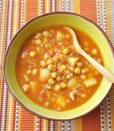 Soupe de pois chiches, lentilles corail et pommes de terre à l'indienne