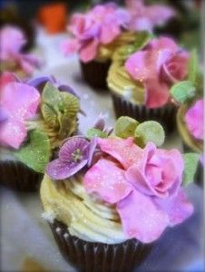 beautiful flower cupcake decoration