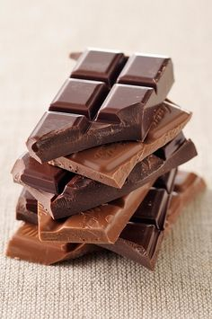 yes chocolate does help! It releases endorphins in the body, also known as the happy hormone, more happy = less pain!!
