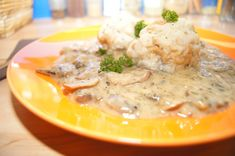 Schwammerlsauce - Gaumenfreuden Thai Red Curry, Meat, Chicken, Ethnic Recipes, Food, Recipes, Meals, Yemek, Buffalo Chicken