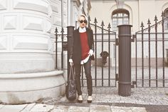 ray-bans, over-sized sweater, and heels. cant go wrong with that