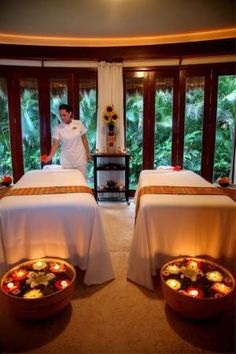 Candle lights, floral, and spacious massage room Massage Room Design, Massage Room Decor, Massage Therapy Rooms, Spa Room Decor, Spa Interior Design, Design Salon, Spa Design, Home Spa Room, Spa Rooms