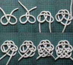 İlgili resim Fabric Necklace, Fabric Jewelry, Diy Jewelry, Jewelry Making, Macrame Knots, Micro Macrame, Celtic Knot Tutorial, Celtic Crafts, Rope Rug