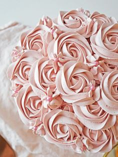 How To Succeed With Meringue Butter Cream Raw Food Recipes, Sweet Recipes, Baking Recipes, Cake Recipes, Dessert Recipes, Desserts, Raspberry Cake, Raspberry Chocolate, Salty Cake