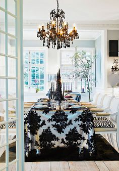 Dining room in classic and elegant black and white  (via *THE ESSENCE OF THE GOOD LIFE™*: BEAUTIFUL DANISH CHRISTMAS WITH ENGLISH AND ASIAN INFLUENCES)