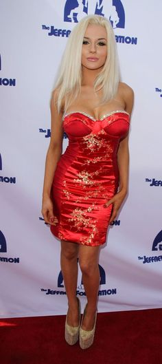 I love Courtney Stoddens dress!!! Tight Dresses, Sexy Dresses, Beautiful Dresses, Fashion Dresses, Girls Dresses, Courtney Stodden, Beautiful Female Celebrities, Beautiful Models, Beautiful Women
