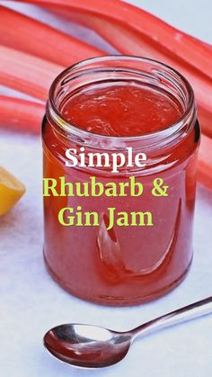 Simple Rhubarb & Gin Jam is an utterly delicious fusion of sweet and tart .This no-pectin recipe is just incredible. Don't worry if you don't like gin, you will love this jam! Gin Jam Recipe, Pectin Recipe, Peach Jam Recipe Without Pectin, Rhubarb Jam Recipes Easy, Nectarine Canning Recipes, Rhubarb Freezer Jam, Rhubarb Preserves, Strawberry Rhubarb Recipes, Rhubarb Chutney