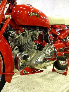 500cc Vincent Comet Touring - Series C - 1951 - Chinese Red