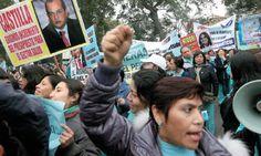 Decididas. Enfermeras y médicos del sector Salud y tecnólogos médicos de Essalud continúan con sus medidas de protesta. Las enfermeras sufrieron una dura represión policial.