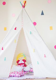 Un tipi DIY pour les enfants Diy Teepee, Teepee Party, Teepee Kids, Teepee Tent, Teepees, Play Tents, Cabana, Blog Bebe, Calico Fabric