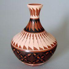 Jemez Pottery - Presenting both traditional and contemporary pottery by Jemez artists Bertina Tosa, Geraldine Sandia, Helen Tafoya Henderson...