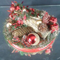 couronne entièrement fait main Christmas Wreaths, Holiday Decor, Home Decor, Handmade, Christmas Swags, Homemade Home Decor, Holiday Burlap Wreath, Interior Design, Home Interior Design