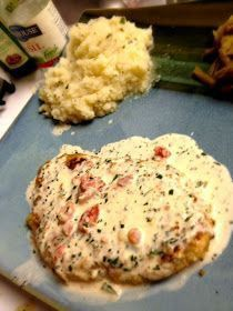 Easy, delicious and healthy Herb Crusted Chicken with Cream Sauce recipe from SparkRecipes. See our top-rated recipes for Herb Crusted Chicken with Cream Sauce. Think Food, I Love Food, Good Food, Yummy Food, Comida Diy, Great Recipes, Favorite Recipes, Yummy Recipes, Top Recipes