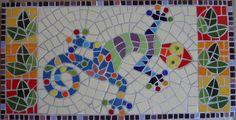 """Espaço para compartilhar meus mosaicos, arte que eu adoro.  """"Nunca diga - estou um caco! (Sejamos menos prosaicos). Junte todos pedacinhos e declare: Sou um mosaico!  Dos raios de sol tiro ouro São segredos d´alquimia Da farinhada tristeza Amasso o pão da alegria""""                  Luis Coronel"""