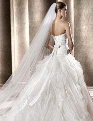 soooo gorgeous!!    Benicarlo-Pronovias 2012 Line