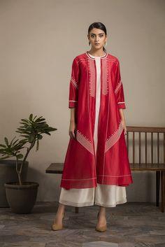 Khaki Shirt Dress, Red Tunic Dress, Silk Dress, Indian Dresses, Indian Outfits, Western Outfits, Pakistani Dresses, Dark Green Shirt, Bridal Mehndi Dresses
