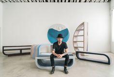 Designer Fernando Mastrangelo vytvořil Escape Collection, skupinu moderních kusů nábytku, které jsou vyráběny ručně obarveným pískem a křemenem a vytvářejí jednoduché formy, které vypadají jako trojrozměrná krajinomalba.