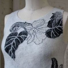 Купить или заказать Валяное платье Монохром в интернет-магазине на Ярмарке Мастеров. Классический силуэт, классическая расцветка, маленькое черно-белое платье четкой формы на каждый день выполнено в технике нуновойлока. Повтору не подлежит ввиду отсутствия подобной ткани.