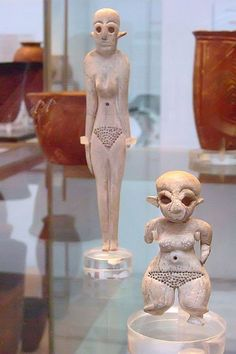 Female Figurines of bone and ivory Predynastic Naqada I Egypt 4000-3600 BCE (1)