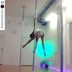 Wow! What an outstanding combo! Wearing the PoleFit® TriForce Top. #polewear #theoriginalpolewear  #Repost @minnaforssberg ・・・ And played and came up with a fun transition. I just need to get the switch to handspring way faster and smoother :) #poledance #poledancenation #poledport_poletricks #polesport #poledrop #poletumble #poledancingmotivation #badkittypride #ig_poledance