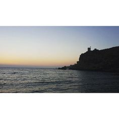 【chiara_sdream】さんのInstagramをピンしています。 《Oggi giornata tranquilla in spiaggia fino al tramonto... Today we relaxed on the beach until the sunset... #sunset #tramonto #spiaggia #beach #Malta #GhajnTuffieha #relax #riposo #mare #sea #马耳他 #海 #沙滩 #日落》