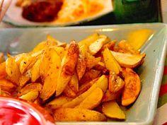 Anettes bästa klyftpotatis | Recept från Köket.se Veggie Recipes, Snack Recipes, Snacks, Veggie Food, Sweet Potato, Carrots, Chips, Grilling, Vegetables