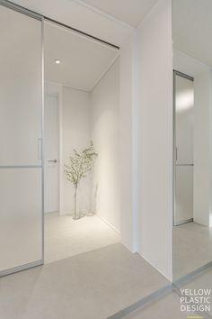 Retail Interior Design, Modern Interior Design, Interior And Exterior, Home Entrance Decor, House Entrance, Home Decor, Home Door Design, House Design, Style At Home