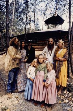 vintage everyday: Rare and Unseen Color Photographs of America's Hippie Communes from the 1970s