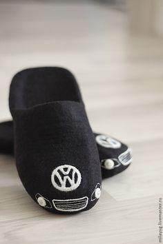 """Обувь ручной работы. Ярмарка Мастеров - ручная работа. Купить """" Volkswagen """" тапочки валяные мужские. Handmade. Черный"""