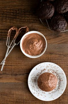 Chocolate Cream Cheese Frosting | http://www.ihearteating.com | #chocolate #frosting