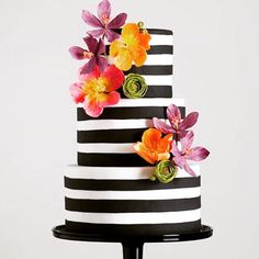 This cake is chic, elegant and so modern... Image source unknown #amazing #sweet #delicious #dessert #partyideas #partytable #partyplanner #partyplanning #eventdesign #eventplanner #diyparty #diywedding #weddingcake #weddingtable #weddingphotography #cake #cakeideas #cakedesign #thepartyatelier #partyinspiration #weddinginspiration #modern #stripes