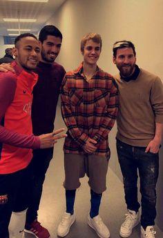 Justin Bieber,Messi,Suarez and Neymar Messi And Neymar, Messi And Ronaldo, Cristiano Ronaldo Cr7, Neymar Pic, Neymar Football, Messi Soccer, Soccer Guys, Football Players, Justin Bieber Smile